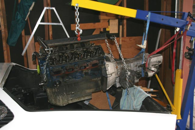 Colorado Pantera Club: Pulling the 351C out of a Pantera!